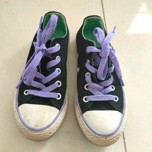 Girls converse shoes, size 11US. 10.5 UK